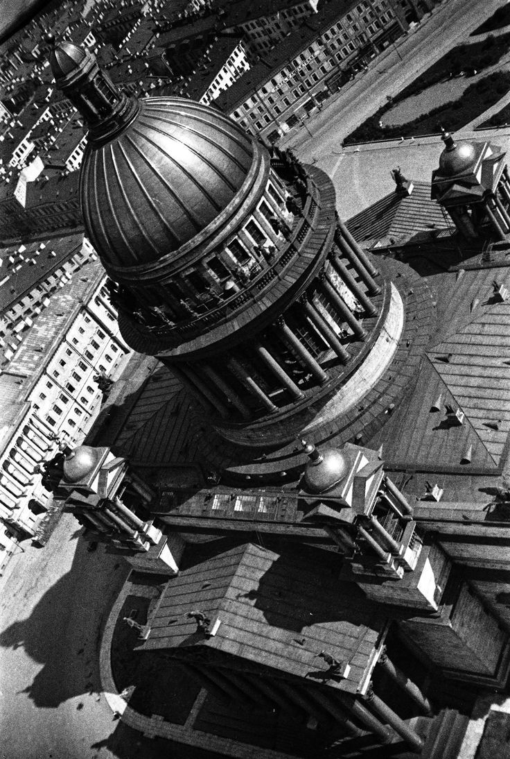 """St. Isaac's cathedral on Vorovskii Square, 1931. The cathedral has the status of a museum. Its church association, registered in 1991, conducts services on certain days of the week with the permission of the museum administration. From a series of photos of Leningrad from the air, taken for the magazine """"USSR in Construction"""". Russia"""