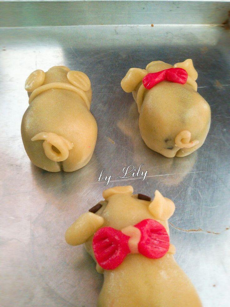 Cute piggy mooncake