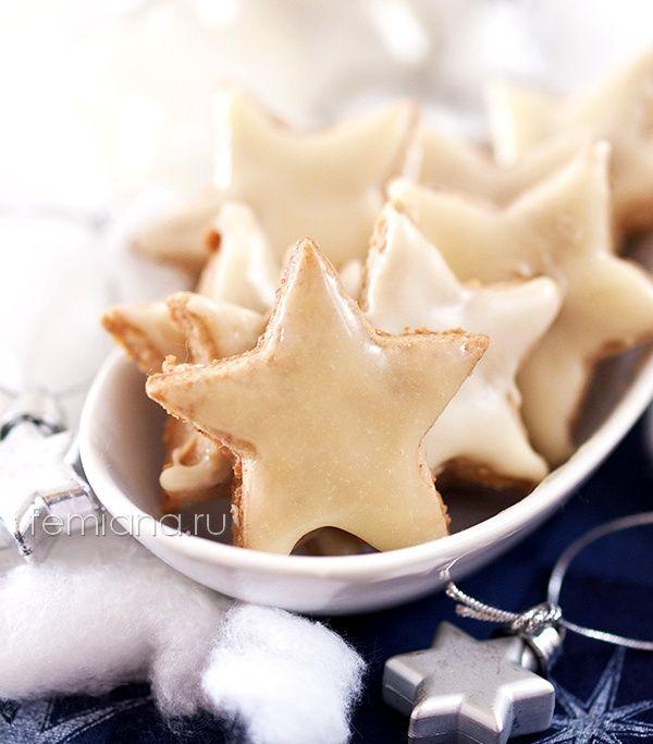 Рождественское печенье с фундуком и глазурью из белого шоколада
