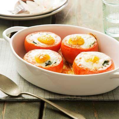 Gevulde tomaten met spinazie en ei uit de oven. Foto uit Lekker Weten Zomer 2014. Bereiden? Zie http://www.ekoplaza.nl/recepten/gevulde-tomaten-met-spinazie-en-ei-uit-de-oven.html