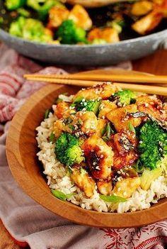 Pollo y brócoli salteados con sésamo