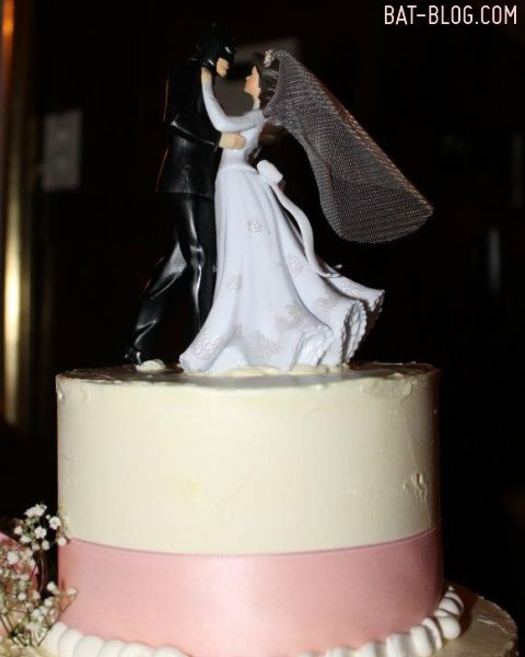 does any one know where i can buy this   TOYS And COLLECTIBLES Wonderful Photos From A BATMAN Themed Wedding
