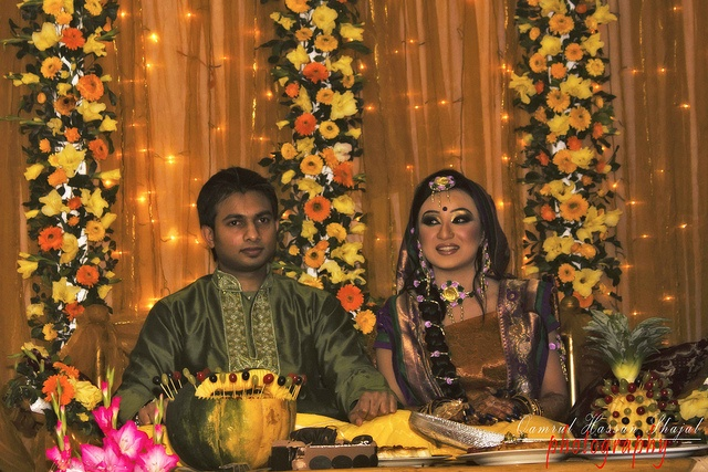 """Turmeric ceremony    Main article: Gaye Holud  The turmeric ceremonies or gaye holud (Bengali: গায়ে হলুদ gaee holud, lit. """"yellowing the body"""") take place before the wedding ceremony. There is one turmeric ceremony for the bride and one for the groom.  http://biocurmin.blogspot.com/2013/03/tac-dung-cua-nghe-trong-dieu-tri-viem-hang-vi-da-day.html"""