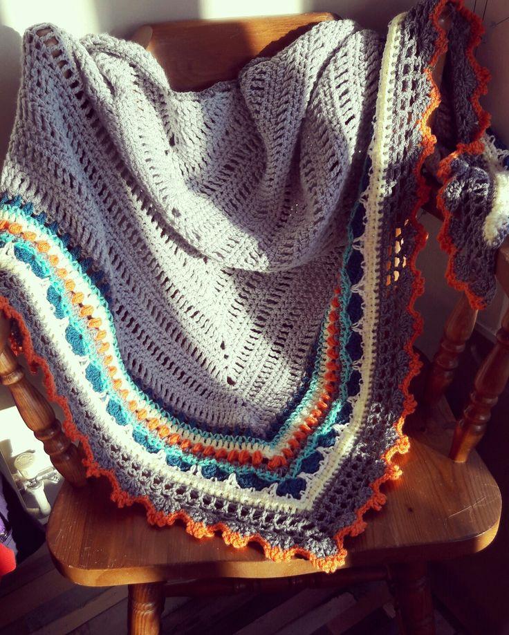 #sundayshawl, made by @lisasluvs pattern by @thelittlebeenz