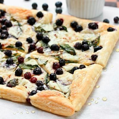 Pizza de arándanos y ricotta