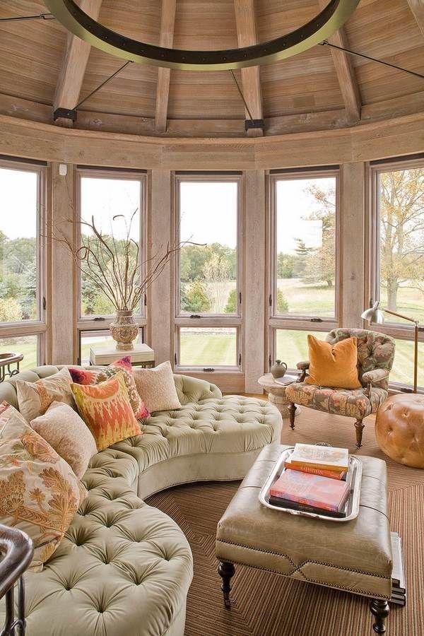 Крыльцо мебель хохолком изогнутый диван кожаный пуфик декоративные подушки