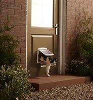 Puerta para gatos y perros pequeños,se cierra con imanes y la pueden abrir con facilidad.