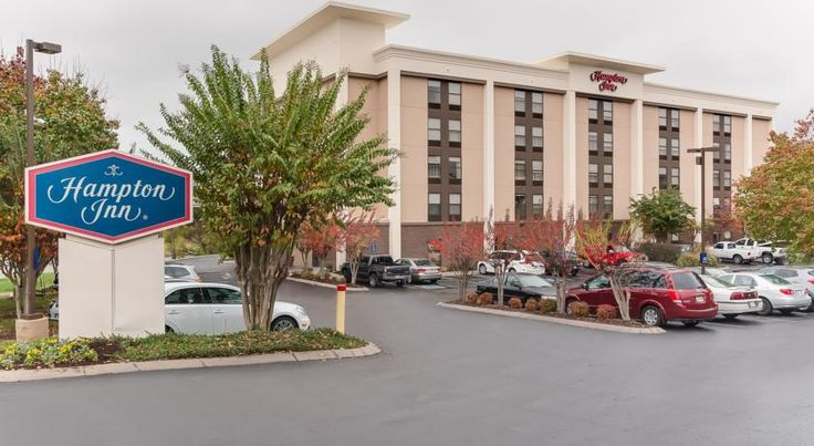 Hampton Inn Bellevue/Nashville I-40 West Bellevue A short drive from the centre of Nashville, Tennessee attractions including the Grand Ole Opry, and offering easy access to motorway I-40, this hotel features many free amenities along with comfortable accommodation.
