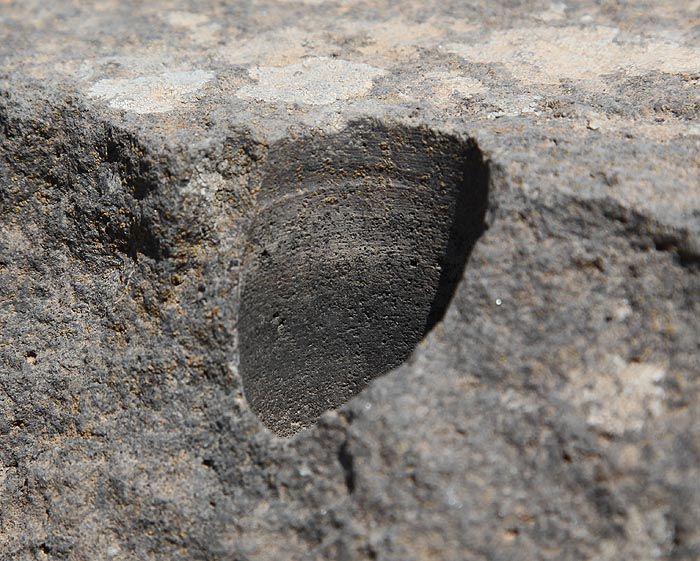 Os buracos de brocas descobertos na Ilha de Córsega foram feitos em rocha basáltica, que é extremamente dura e difícil de trabalhar. Os buracos não poderiam ter sido feitos com ferramentas de cobre ou bronze, com a adição de areia de cristal, já que o basalto é mais duro do que esses elementos. Buracos de brocas similares foram encontrados em Abusir, no Egito, e em Puma Punku, no oeste da Bolívia. Evidências de tecnologia avançada da antiguidade podem ser encontradas ao redor do globo. Os…
