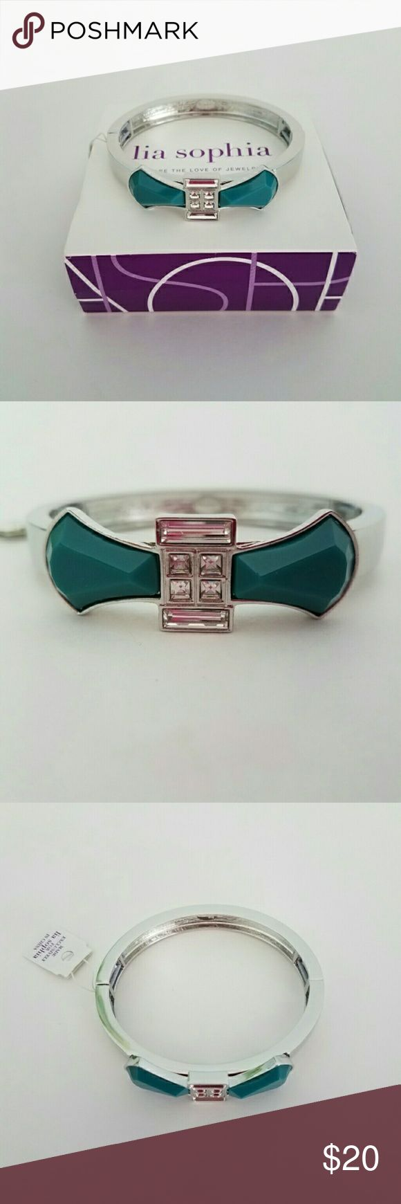 Lia Sophia Turquoise & Silver Colored Bow Bracelet Hi! Thank you so much for stopping by my closet! I hope you'll find something you love! This beautiful bracelet stretches to fit. Please let me know if you have any questions! Much love,  Christine Lia Sophia Jewelry Bracelets