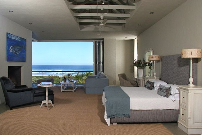 Luxurious suites at Mosselberg on Grotto offer space and privacy with luxury en-suite bathrooms, modern amenities and spectactular views over the ocean and Grotto beach in Hermanus.