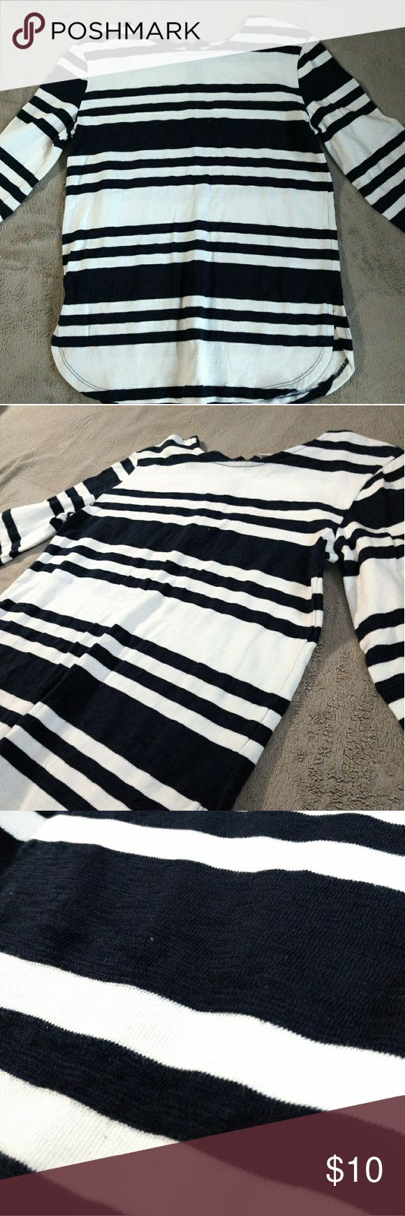 Navy blue and white striped pattern long sleeve CONDITION: used (worn once) BRAND: merona - target SIZE: medium  RUNS: runs large   REFERENCE:  body type - a little above average  170 pounds, 5.4 ft. height top M, bottom size 28   3/4 long sleeve, navy blue and white patterned strips shirt.  100% cotton Merona Tops Tees - Long Sleeve