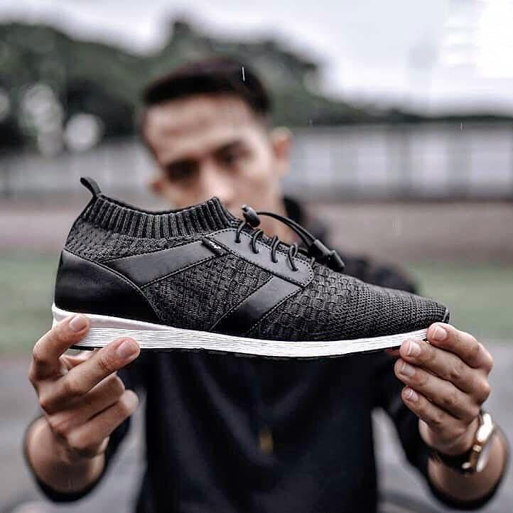 Sepatu Sneakers Knit Kasual Terlaris Hanya Untuk Pria Sejati Salah