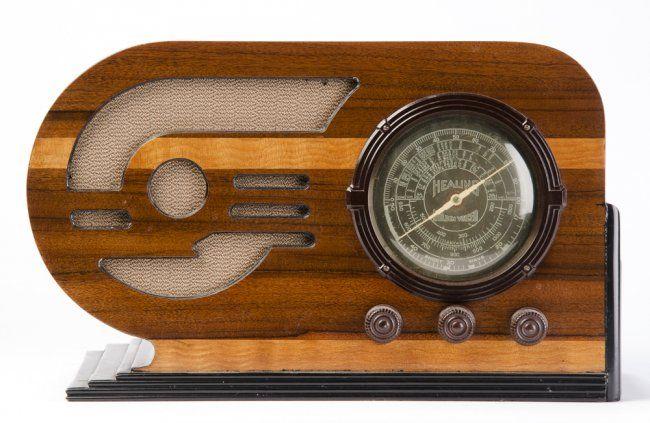 HEALING GOLDEN VOICED: Beautiful art deco walnut case radio with black trim circa 1937