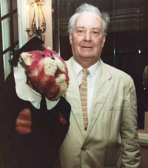 Oliver Postgate - English animator, puppeteer and writer. Book - Huge book of English poetry. Luxury - a comfortable bed. 15-7-2007.