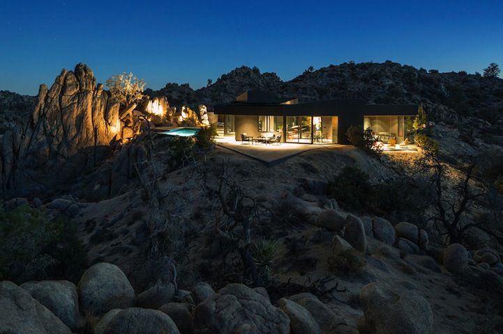 Black Desert House Contrasts Nicely in the Mojave Desert - My Modern Metropolis