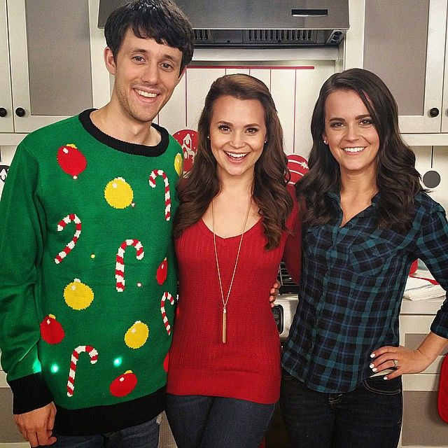 Imma be on the Cooking Channel today at 5pm Pacific / 8pm Eastern for a holiday cooking special.. Obviously because I'm an amazing cook it has absolutely nothing to with @rosannapansino of course ;) by kurtschneider