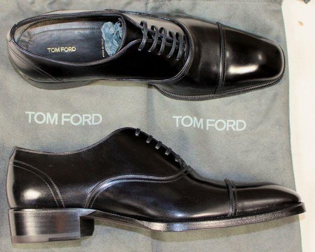 Zapatos de vestir negros | 40 Cosas que todo hombre mayor de 30 años debería tener