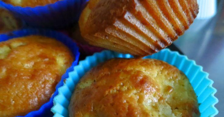Αρωματικά μηλαράκια τώρα το φθινόπωρο υπάρχουν σε αφθονία και τα μηλομαφινάκια τρώγονται όλες τις ώρες με καφέ ή τσάι. Υλικ...