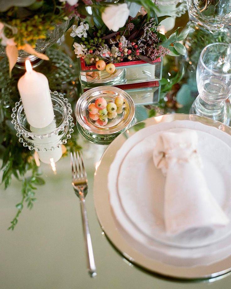 Мы продолжаем разговаривать о мелочах о которых вы скорее всего не задумывались при подготовке свадьбы  ТОСТ МОЛОДОЖЕНОВ Подготовьте с женихом заранее речь в которой поблагодарите всех гостей за то что они разделили с вами этот чудесный день. Это очень красивый жест который сделает финал вашего праздника еще более эмоциональным и трогательным. В нужный момент вам скорее всего будет сложно подобрать слова поэтому подготовленная шпаргалка придется кстати. МЕДОВЫЙ МЕСЯЦ К сожалению во время…