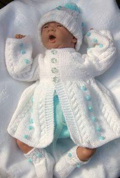Bébé est le plus beau, donc il doit être toujours bien abiller.