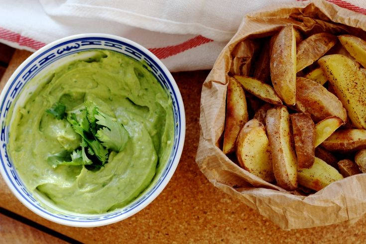 Gezonde frietjes met avocado-koriander dip   De Groene Meisjes