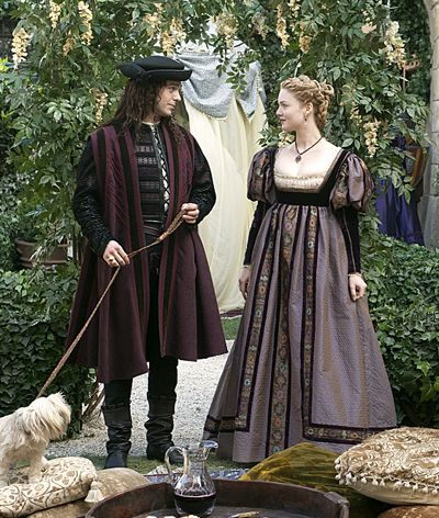 The rest of a man's outfit is shown in the picture above, taken from in a scene from The Borgias. Along with the hosen, men wore a camisa (shirt), usually high-necked in Venice, a zupon (doublet/jacket) and then a cioppa (short robe worn as an outer garment/coat).
