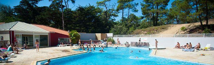 Le camping Les Cyprès 3 étoiles pour vos vacances en Vendée à 400 mètres de la plage accès direct avec sa piscine couverte chauffée location de mobil home.