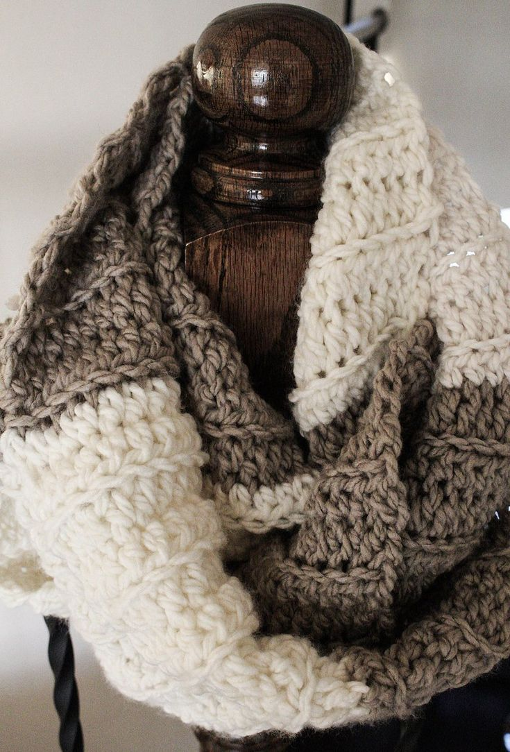 Super Chunk Ribbed Infinity Scarf-Free Pattern-Emmy's Crochet