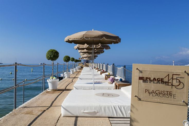 Le Grand Hotel, Cannes, Beach
