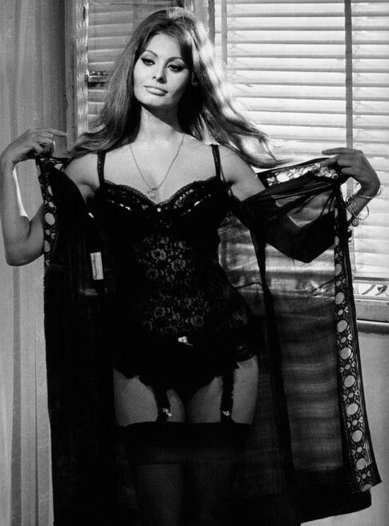 Sophia Loren; production still from Vittorio de Sica's Yesterday, Today, and Tomorrow [Italian: Ieri, oggi, domani] (1963)