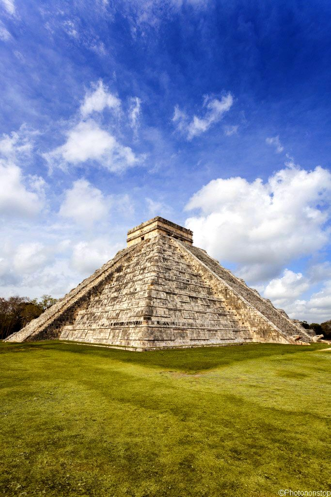 Templo de Kukulkán (El Castillo) en Chichén Itzá, Yucatán, México (s. XII).