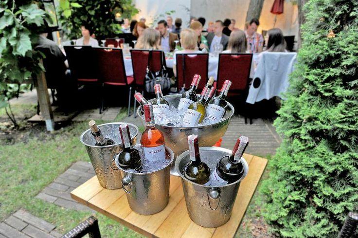 Czas najwyższy rozpocząć kolację #mezzek #wine #event #wino #mezzekmoments