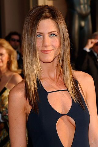From her signature sitcom 'The Rachel' cut, to her perfectly balanced blonde balayage, Jennifer Aniston's head of hair is pretty unstoppable whatever she does to it...