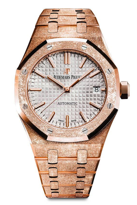 2ad2fd5bfbe Diamond Watches Collection   Audemars Piguet Royal Oak Frosted Gold  transformed by a gold-hammering techniqu