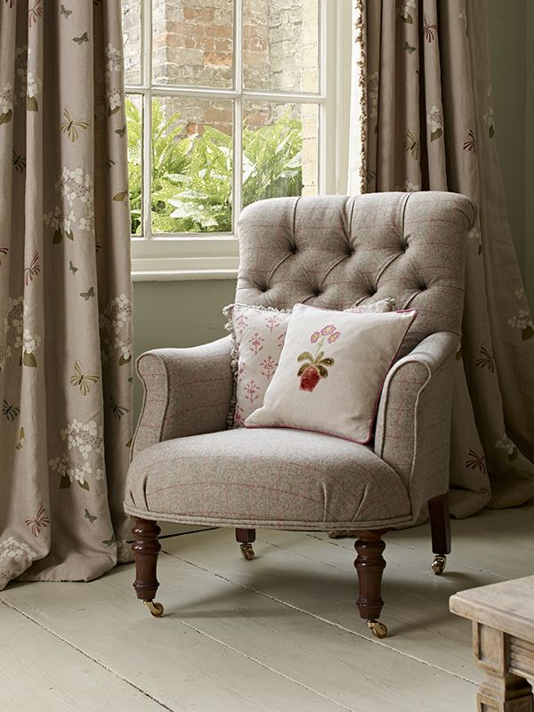 Button Back Armchair Traditional Armchairs Comfy Living Room Furniture Upholstery Fabric For Chairs #traditional #chairs #for #living #room