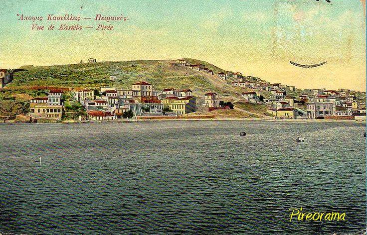 Καστέλλα. Προσέξτε πίσω τον λόφο τελείως γυμνό. Δεντροφυτεύτηκε το 1914 από τους προσκόπους Πειραιά.