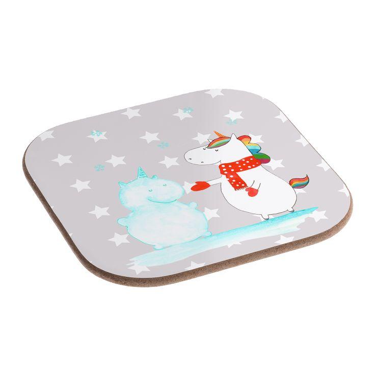 Quadratische Untersetzer Einhorn Schneemann aus Hartfaser  natur - Das Original von Mr. & Mrs. Panda.  Dieser wunderschönen Untersetzer von Mr. & Mrs. Panda wird in unserer Manufaktur liebevoll bedruckt und verpackt. Er bestitz eine Größe von 100x100 mm und glänzt sehr hochwertig. Hier wird ein Untersetzer verkauft, sie können die Untersetzer natürlich auch im Set kaufen.    Über unser Motiv Einhorn Schneemann  Das Winter-Einhorn macht richtig Lust auf den ersten Schnee. Schon mal probiert…