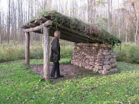 livestock shelter made with dry-stacked stones, natural and beautiful