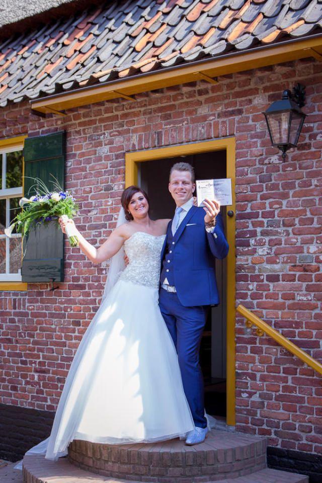 Credit: Karin Verhoog Fotografie - bruid, huwelijk (ritueel), hoofddeksel, ceremonie, bruidegom, jurk, volk, kleding, huwelijk (burgerlijke staat), vrouw, portret, volwassen, gezin