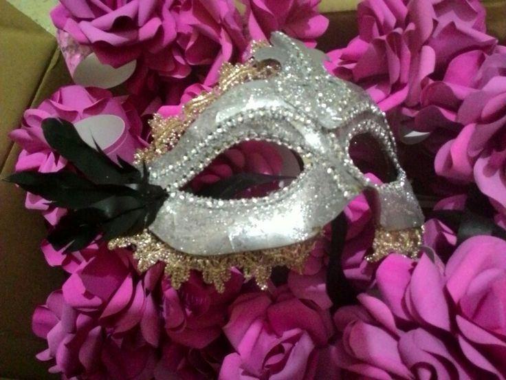 Glitter mask silver