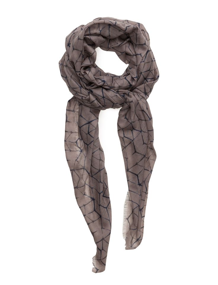 DAY - Day Deluxe Casbah Scarf Cool and stylish scarf fabricated in a warm yet lightweight blend of wool and viscose - a Perfect year-round layering piece. DAY Deluxe Casbah has been knitted in a subtle pattern and versatile natural hue, which will work with a multitude of outfits.  Wrap around style Chic Elegant and feminine Modern