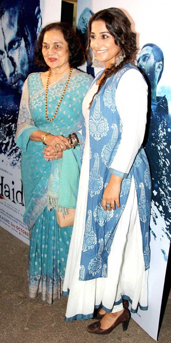 Vidya Balan with veteran actress Asha Parekh at the screening of 'Haider'. #Bollywood #Fashion #Style #Beauty