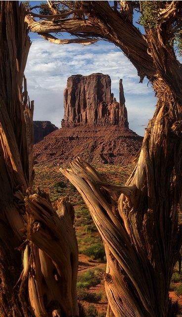 Monument Valley, Utah                                                                                                                                                                                 Plus