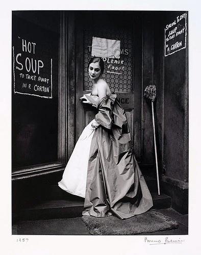 Portrait of Australian artist Janet Dawson, taken outside the now demolished Eastern Markets, photograph by Bruno Benini, Melbourne, 1957