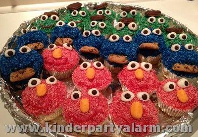 Hier sind die Freunde aus der Sesamstrasse alle zusammen: Leckere Muffins, die das Herz erfreuen! Hallo Krümelmonser, Elmo und Oscar!