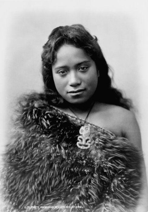 Maori Girl // photographed by Arthur James Iles