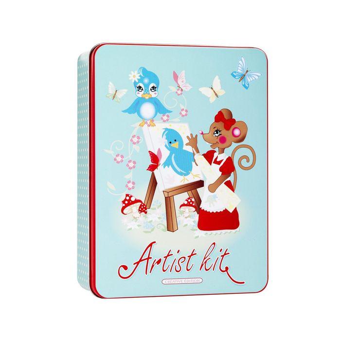 Junior-sett Artist kit, metallboks 14x19 cm, høyde 5,5 cm. Maleboks for små kunstnere. Innhold: 4 minilerret (75x75 mm) med staffeli, hobbymaling (9 stk. à 5 ml), pensel, øyne, dekormiks, glitterlim, lim og tannpirkere. Fra 6 år.