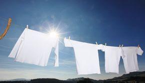 Découvrez 6 solutions naturelles, écologiques et pas chères pour redonner de la blancheur et de l'éclat à un tissu devenu terne, jaune ou grisâtre. Des produits efficaces et faciles à utiliser existent pour blanchir vêtement, drap ou linge de maison.