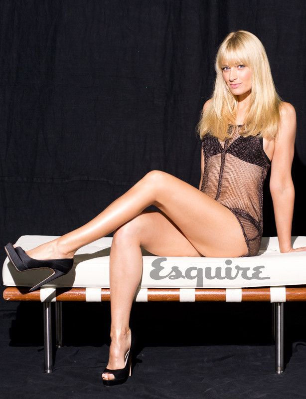 beth behrs sexy